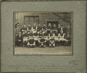 Sport-Football_Team_1923_premiers_at_MCG